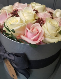 14 Roses in a Hatbox